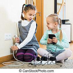 elektryczność, wydrążenia, grający dziećmi, być w domu
