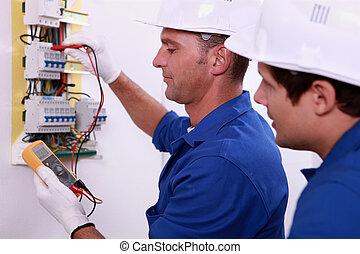 elektryczny, inspektorzy, na pracy