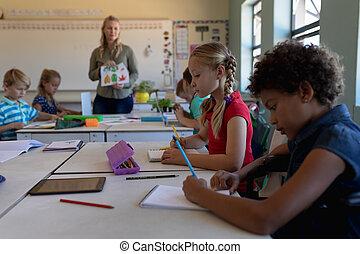 elementar, klassenzimmer, schule, schoolgirls, schreibtische, sitzen