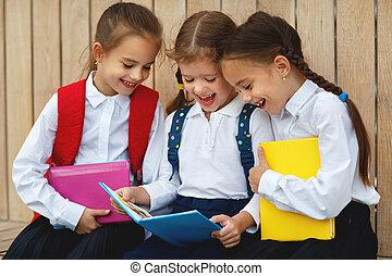 elementarny, szczęśliwy, sympatia, uczennica, skarłowaciali dzieci, szkoła