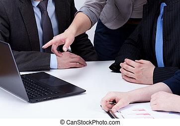 elemzés, computer adatok, képben látható, üzleti találkozás