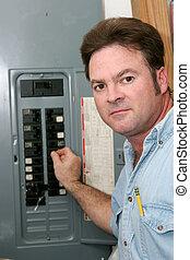 eletricista, em, interruptor, painel
