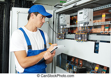 eletricista, trabalhador, inspeccionando