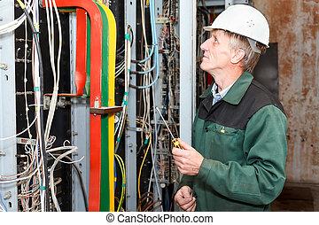 eletricista, trabalhe, chave fenda, maduras, chapéu