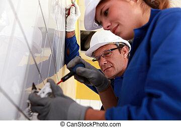 eletricistas, local construção, trabalhando