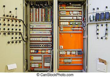 elettricità, distribuzione, scatola, con, fili, e, circuito,...