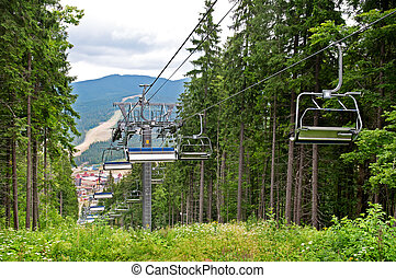elevador cadeira, montanhas, em, verão