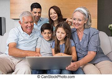eleven, kiterjedt, szoba, család, pamlag, laptop, használ