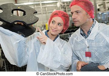 elfoglalt, dolgozó, két, együtt, gyár, konstruál