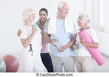 elfoglaltságok, után, barátok, öregedő, fizikai
