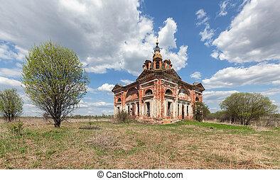 elhagyatott, öreg, tégla, templom, környék, képben látható, a, háttér, közül, kék ég, noha, elhomályosul