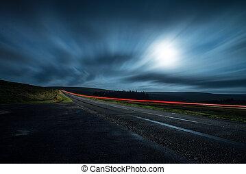 elhomályosít, éjszaka, hajtás, közül, gyorsan, vezetés, autó