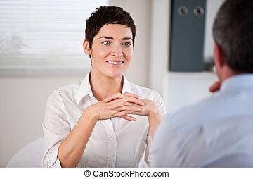 ella, director, escuchar, candidato, futuro