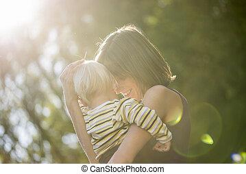 ella, niño, parque, proceso de llevar, madre, amoroso