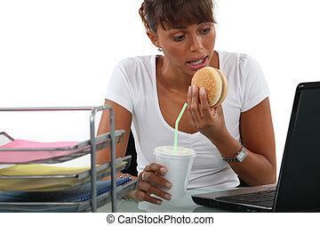 ella, oficinista, almuerzo, computadora, frente, rápido, ...