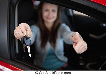 ella, sentado, llaves, coche, mientras, cliente, tenencia