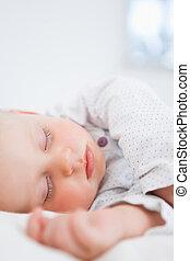 elle, étendre, quoique, bébé, dormir