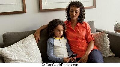 elle, africaine, vue, conversation, mère, vestibule,...