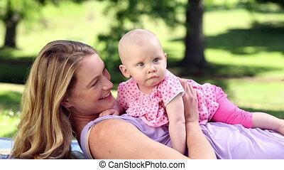 elle, bébé, jeu mère, heureux