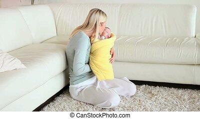 elle, balancer, baisers, bébé, bras, femme
