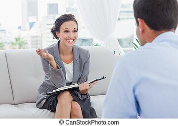 elle, conversation, collègue, sourire, femme affaires