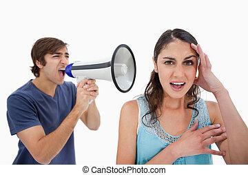 elle, cris, par, petite amie, porte voix, homme