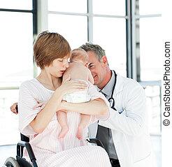 elle, docteur, mère, bébé, nouveau né