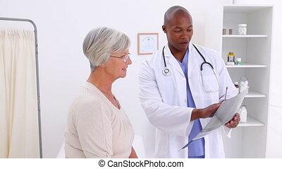 elle, docteur, projection, sourire, rayon x, patient