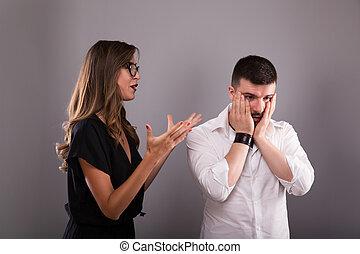 elle., emotionally, arguing., dos, conversation, petite amie, petit ami, jeune, malheureux, cris, homme, parler, expliquer, séance femme, couple, blâmer, pas, opinion., faire gestes, frustré, type