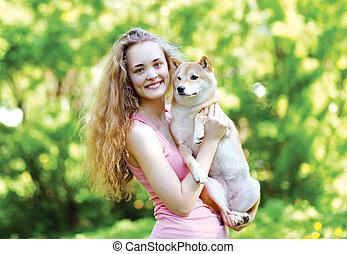 elle, ensoleillé, chien, charmer, joli, dehors, portrait, girl, aimer