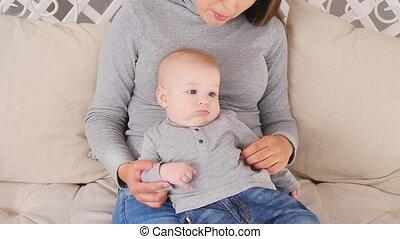 elle, family., mère, bébé, jouer, heureux