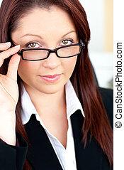 elle, femme affaires, caucasien, tenue, charismatic, lunettes