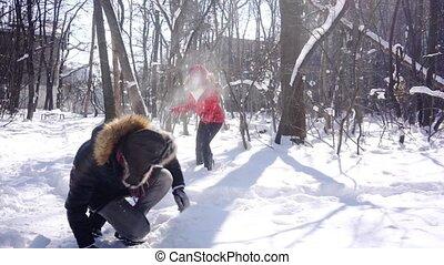elle, femme, hiver, espiègle, lancement, type, humeur, boule de neige