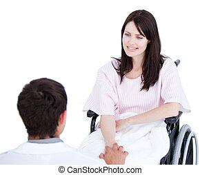 elle, fond, contre, docteur, femme, fauteuil roulant, patient, sourire, dialoguer, blanc
