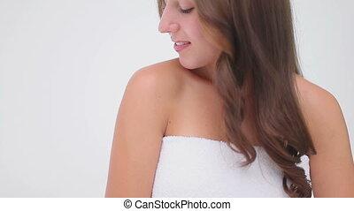 elle, masser, épaule, sourire, brunette, femme