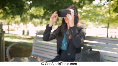 elle, millennial, feuilles, réalité virtuelle, séduisant, femme affaires, mondiale, heureux