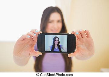 elle, mobile, photo, prendre, téléphone, sourire, elle-même, girl