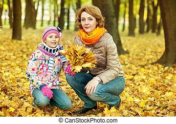 elle, parc, automne, mère, girl, jouer