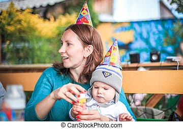 elle, parc, fils, anniversaire, maman, bulles, jouer, savon