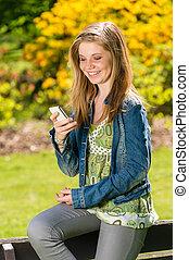 elle, parc, jeune, téléphone, utilisation, girl