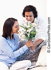 elle, petit ami, obtenir, femme, bouquet