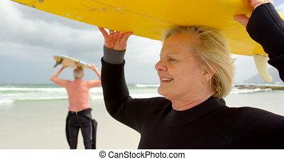 elle, porter, tête, vieux, caucasien, plage, femme, gros plan, planche surf, 4k