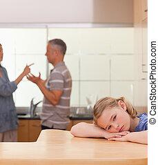 elle, portrait, triste, girl, parents, discuter, écoute