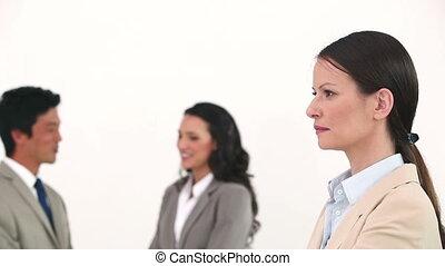 elle, poser, conversation, collègues, derrière, femme affaires