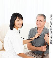 elle, regarder, infirmière, appareil photo, patient
