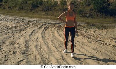 elle, séance entraînement, après, sports, eau, promenades, bouteille, mains, dame