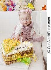 elle, séance, gâteau anniversaire, portrait, girl, enfantqui commence à marcher