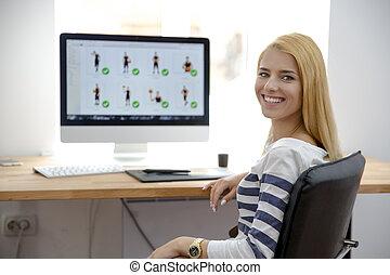 elle, séance, jeune, lieu travail, fille souriant