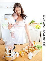 elle, soucier, maison, légumes, mère, bébé, cuisine, préparer, jeune