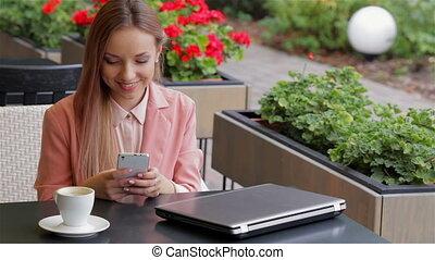 elle, téléphone portable, utilisation, girl, café